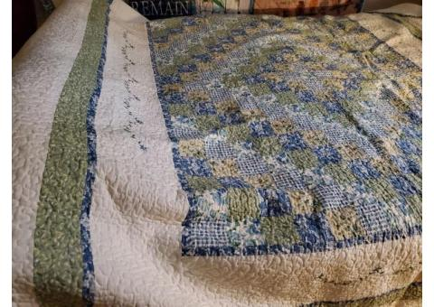 King size bedspread and shams
